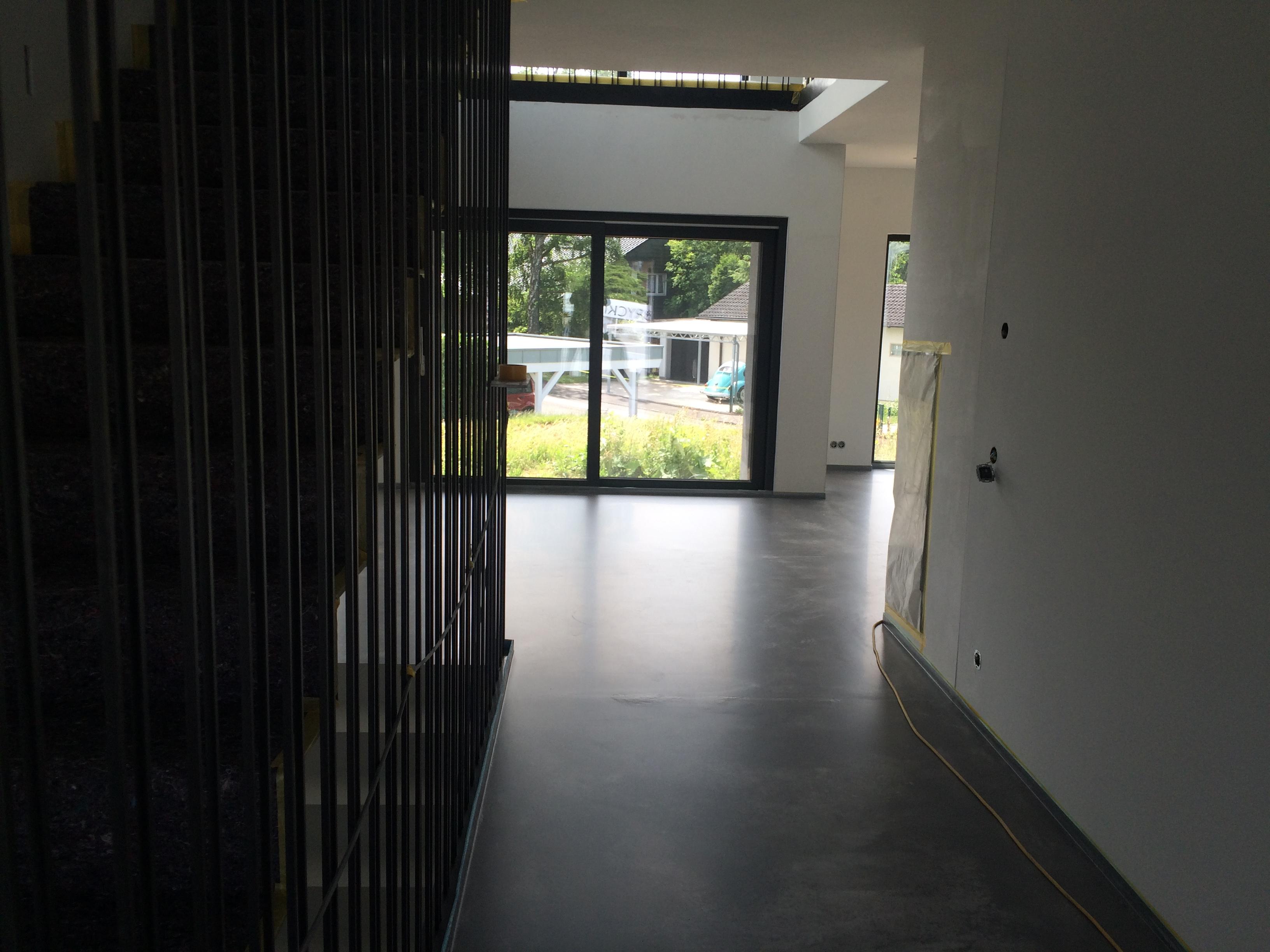 estrich versiegeln wohnraum latest der geschliffen und versiegelt wurde um eine fugenlose und. Black Bedroom Furniture Sets. Home Design Ideas