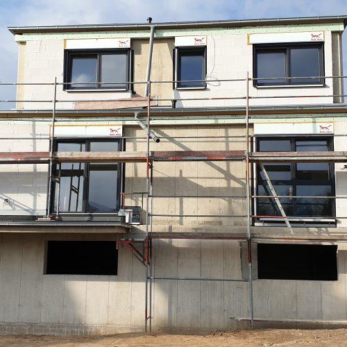 Der Neubau erhält Fußbodenheizung und Estrich