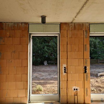 Mehrfamilienhaus bauen: Fenstereinbau