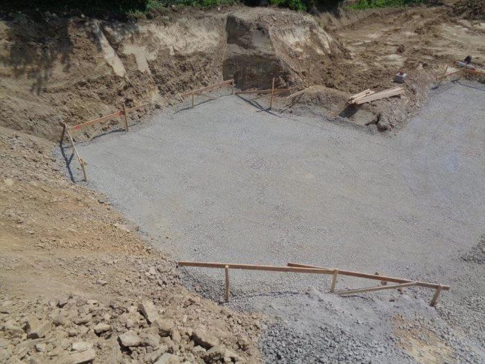 Neubau im Bauhausstil in Overath: Baubeginn