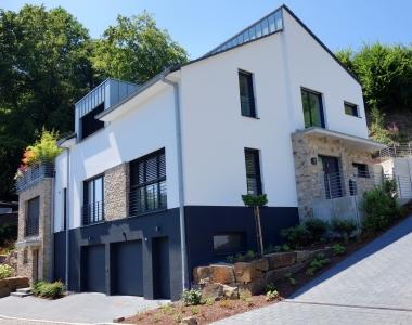 Referenz 18 – Zweifamilienhaus mit versetztem Pultdach (Rösrath)